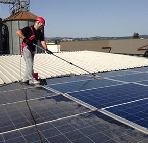 Pulitura pannelli solari - Tiberina Servizi
