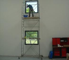 Pulizia professionale vetri anche in altezza