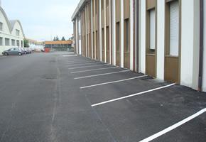 Parcheggi esterni azienda