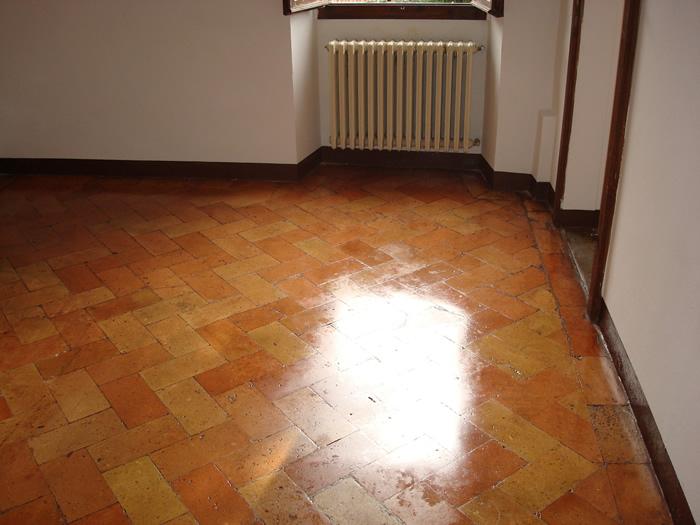 Pulizia e trattamento pavimenti tiberina servizi for Pavimenti in cotto